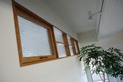 【リビングの室内窓】リノベーションで絶対にやりたかったことの1つ、アイアンをやめて木製に!