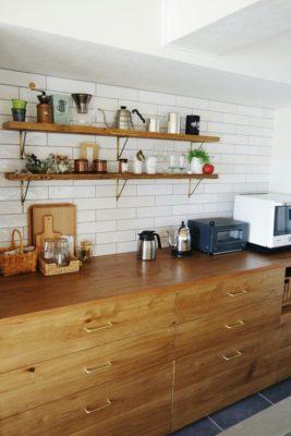 アイランドキッチンの背面収納カウンターをおしゃれなインテリアにする