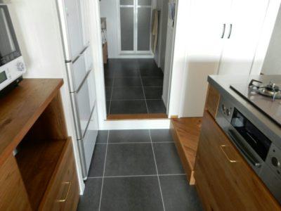 洗面所もキッチンのフロアタイルと同じものです