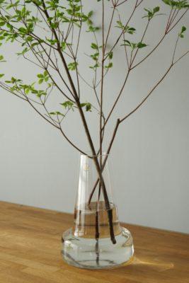 ホルムガードのフローラ24cmは枝物ドウダンツツジが飾りやすい