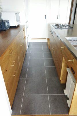 キッチン床はフロアタイル、インテリアおしゃれ
