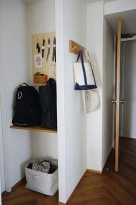 【かばん収納】無印良品の壁に付けられる家具・3連ハンガーをバッグ置き場に取り付けました!