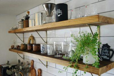 キッチンの飾り棚は足場板