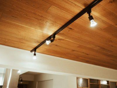 キッチンの照明はスポットライト