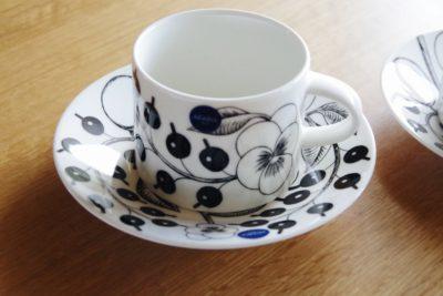 【北欧のおしゃれなマグカップ】憧れのアラビア、ブラック パラティッシをブログで紹介